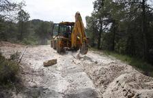 Las obras para instalar la conducción de agua desde L'Espluga Calba al municipio de Senan.