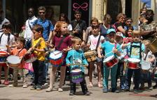 La percusión y los niños, protagonistas de la actividad 'Fem ballar els Gegants!'.