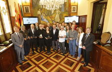 Autoridades, miembros del jurado y premiados, ayer, tras el acto de entrega en la Diputación.