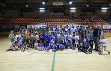 Els jugadors, tècnics i directius del Llista es van fer una foto de família amb els jugadors de la base.