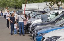 El Mercat del Vehicle d'Ocasió de Tàrrega va posar a la venda uns tres-cents automòbils.
