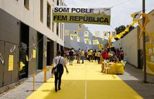 La placa en recuerdo del 1-O de Les Borges, tapada durante la jornada electoral