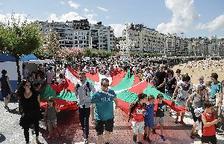 Decenas de miles de vascos unen las capitales en favor del derecho a decidir