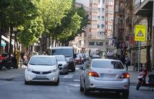 Unos 12.000 coches pasan al día por Lluis Companys, que será unidireccional hacia avenida Catalunya.