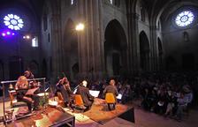 Más de 350 personas llenaron ayer la nave central de la Seu Vella para asistir al concierto de aniversario.