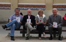 Emili Bayo, Juan Cal, Montse Sanjuan i l'editor Lluís Pagès, ahir abans de la presentació del llibre.