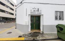 Vertido de aceite contra la mezquita de Alcarràs