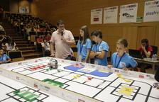 Uno de los grupos participantes ayer en la competición de robótica celebrada en el campus de Cappont de la UdL.