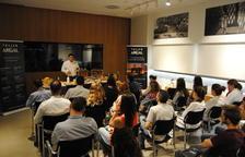 Juan Manuel Sánchez, durant un moment del taller que va impartir ahir a Argal.