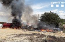 El fuego calcinó residuos de una empresa de forrajes.