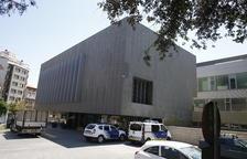 Exterior del cuartel de la Guardia Urbana, ayer a media mañana.