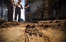 Hallan tres sepulturas de los siglos VII y VIII en la restauración de un horno de Guissona