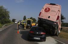 Dos heridos graves y colas en choques en la N-240 en Torregrossa y la autovía en Bell-lloc