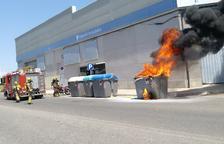 Un incendio calcina un contenedor en la calle Alcalde Porqueres