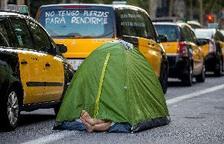 El taxi sigue en huelga, aunque con servicios mínimos en Barcelona