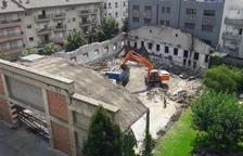 Enderroquen l'antiga Alsina Graells per construir el nou CAP de la Seu