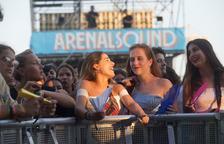 Alguns dels assistents al Festival Arenal Sound a Borriana, amb concerts fins demà.