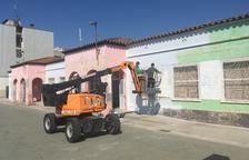 Trabajos de mantenimiento en edificios de Alcarràs