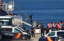 Arribada ahir dels immigrants rescatats en aigües líbies al moll de San Roque, a Cadis.