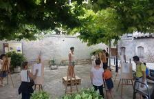 Visitantes participando en el taller 'Dibuixem models del natural', organizado por Lluis Valls.