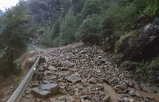 Una allau de roques talla més de dotze hores la carretera d'Os de Civís