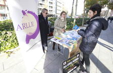 Imagen de archivo de una mesa informativa de la Associació d'Alcohòlics Rehabilitats de Lleida.