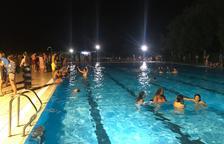Decenas de personas se refrescaban ayer en las piscinas de La Seu.