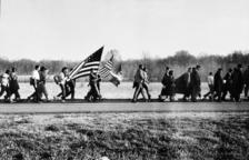 Imatge facilitada per Bozar que té com a títol 'On The Road', Selma March, Alabama, 1965.'