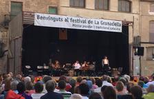 La plaza de la Vila de La Granadella se llenó en el último concierto.