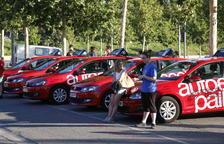 Imagen de archivo de alumnos esperando en el Camp d'Esports para hacer el examen práctico.