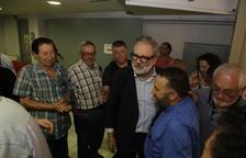 Larrosa, felicitat per militants dilluns després de guanyar les primàries del PSC de Lleida ciutat.