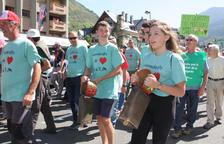 Más de 300 ganaderos del Pirineo marchan en Vielha para protestar por ataques del oso