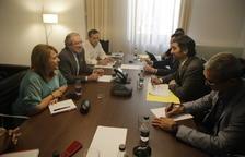 Puigneró (dreta) i Reñé, reunits ahir a la seu de la Diputació de Lleida.