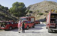 Heridos dos bomberos al volcar su camión en un incendio en Algerri