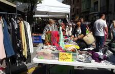 """Cuarenta comercios de La Seu participan en el mercado de rebajas """"Botigues al carrer"""""""