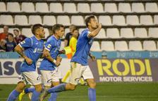 Pedro Martín celebra el gol de l'empat, aconseguit de penal, seguit d'Artiles i Juanto.