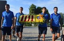 Los capitanes del Lleida asistieron ayer a la ofrenda de la Diada.