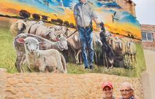 Mural de Lily Brik a Juncosa com a tribut a un pastor de 94 anys