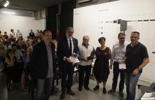 L'alcalde va presidir ahir la presentació del llibre, en un acte en què hi havia el fill i el nét de Centelles.