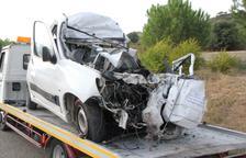 Mor el conductor d'una furgoneta al col·lidir contra un autocar a la carretera C-12 a Àger