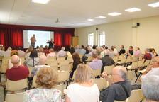 L'assemblea va reunir un centenar de persones a la sala Pau Casals.