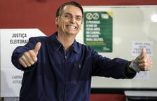 Un Brasil harto de su clase política elige presidente