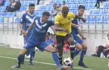 El Lleida arranca un punto jugando con diez