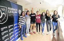 Alba, Iria, Marta, Àlex, Rebeca, Maria i Glòria, set de les vuit dones àrbitre que té aquesta temporada el futbol lleidatà.