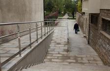 Listo el acceso con rampa al paseo Mercè Ros de Agramunt