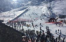 Vista aèria d'esquiadors a l'estació de Boí Taüll el desembre passat.