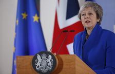 """May diu que no hi haurà un pacte """"millor"""" i demana al seu Parlament que l'aprovi"""