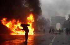 L'onada de protestes es cobra 1.400 detinguts i cent ferits a França