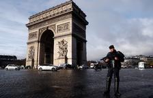 Macron descarta per ara decretar l'estat d'emergència a París