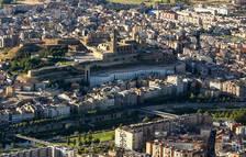 Vista àeria del centre urbà de la ciutat de Lleida, on abunden els edificis que tenen més de quaranta-cinc anys.
